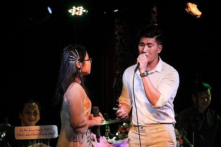 phuong my chi lan dau len tieng ve chuyen bi che hat dan ca khong hay nhu luc moi noi tieng