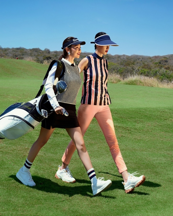 a hoang golf queen hai anh goi y cach mix do cho cac golfer trong thoi tiet giao mua