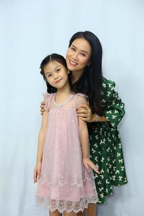 NSƯT Vân Khánh bị con gái 8 tuổi tố 'mẹ mê phim, không quan tâm con'