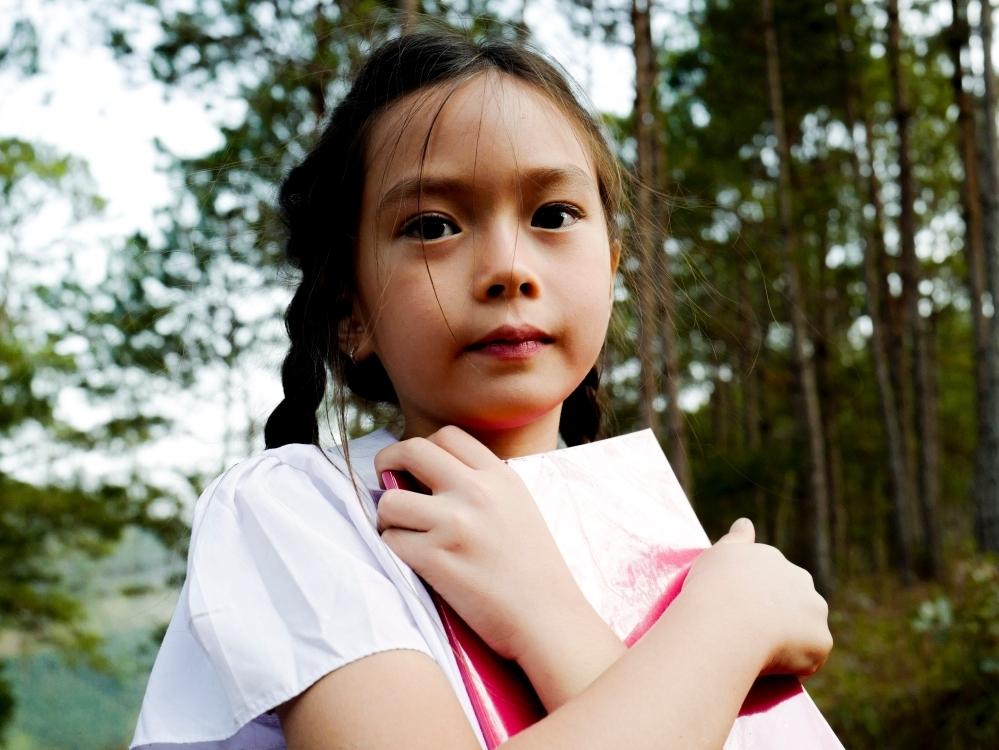 Con gái Đoan Trang gây bất ngờ với nhạc Trịnh, đây cũng là bài hát đầu tiên bà ngoại dạy mẹ Sol