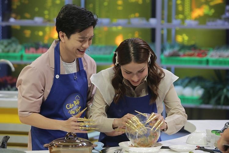 Khả Như, Hữu Đằng khổ sở khi phải nấu ăn với bộ móng tay giả