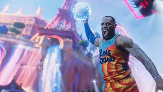 'Space Jam: Kỷ nguyên mới': Huyền thoại bóng rổ 'lập team' cùng các biểu tượng hoạt hình nổi tiếng