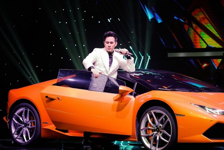 Liên tục gây ấn tượng về sự chịu chơi, Nguyên Vũ thú nhận toàn đi mượn siêu xe của bạn bè