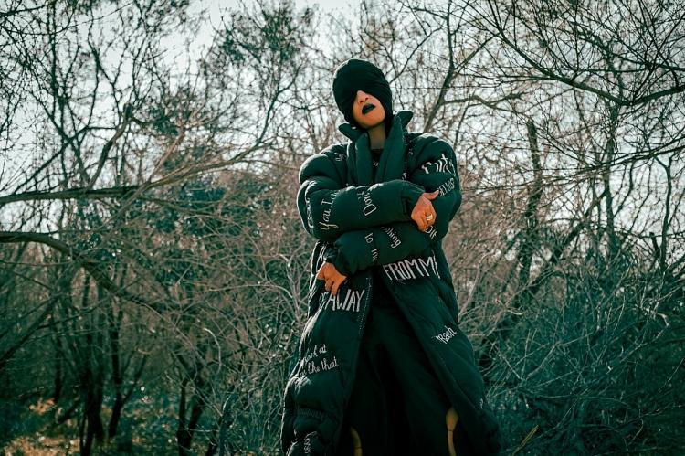 Rapper Weeza đến từ vũ trụ đi tìm tình yêu ở… trái đất