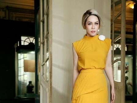 'Gái một con' Nhật Kim Anh khiến người đối diện 'trông mòn con mắt'