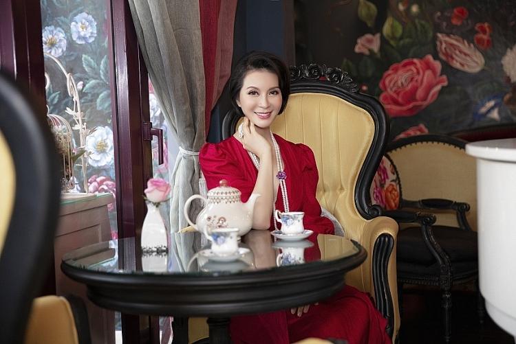 MC Thanh Mai 'hack tuổi' rộ tin đồn dao kéo 'níu giữ nét xuân thì'