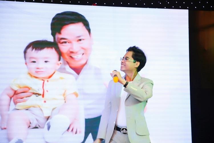 Danh ca Ngọc Sơn hủy tất cả các show vì quý tử của ca sĩ Michael Lang