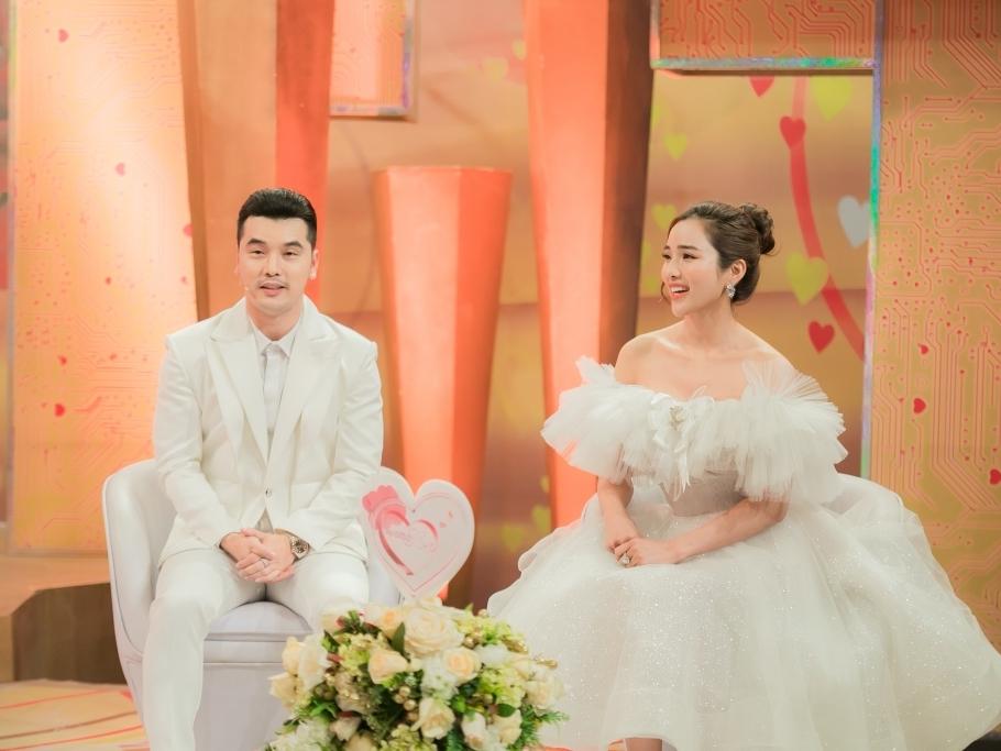 'Vợ chồng son': Hôn nhân hạnh phúc của Ưng Hoàng Phúc và Kim Cương khiến nhiều người phải 'chào thua'