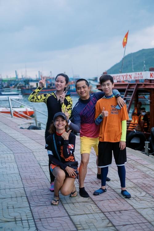 Anh em Hoa hậu nhí Bella Vũ cùng Quán quân 'Cuộc đua kỳ thú' Ngọc Anh lặn biển sâu 15m gom 60kg rác