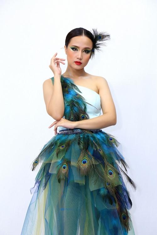 'Hãy nghe tôi hát': Như Thùy giành giải nhất tuần của đêm thi ca sĩ chủ đề Phi Nhung