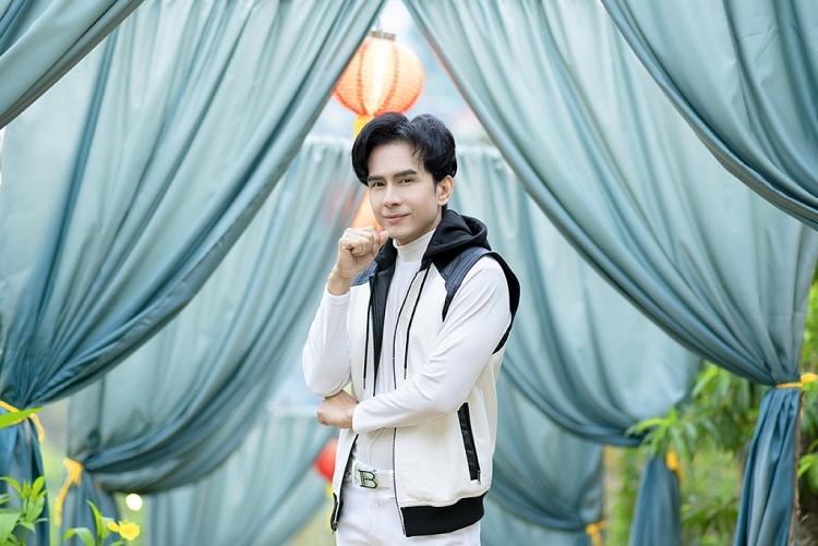 'Thiên hạ hữu tình nhân' lọt top 1 trending Youtube, mở đầu dự án album 'Hoa hát' của Đan Trường