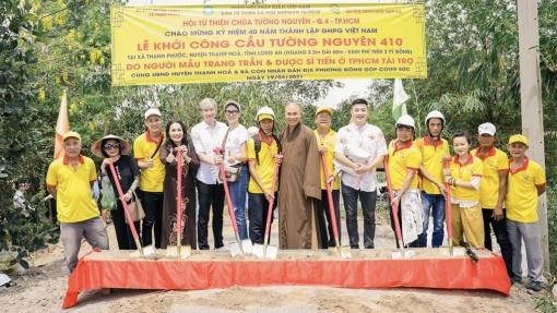 Dược sĩ Tiến xây cầu từ thiện bằng cát-xê của Trang Trần trong 'Hạnh phúc máu'