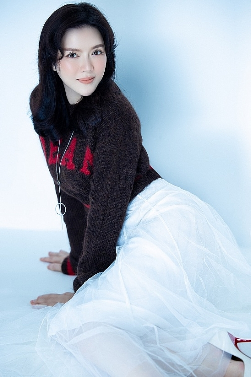 Lý Nhã Kỳ trang điểm trong veo, diện đồ hack tuổi, nhận 'bão' lời khen như ngọc nữ Hàn