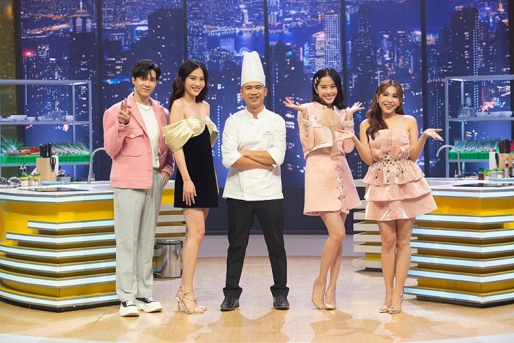 Chị em song sinh Nam Anh - Nam Em đại náo 'Căn bếp vui nhộn'