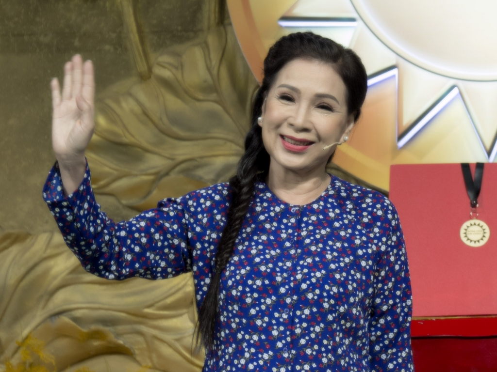 NSND Kim Xuân, Thanh Hằng làm host 'Nông dân xin chào'