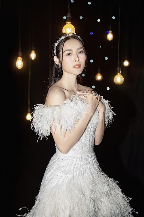 Xuất hiện từ xích đu trên cao, Diệp Bảo Ngọc vẫn hát mượt mà hit của Phương Thanh