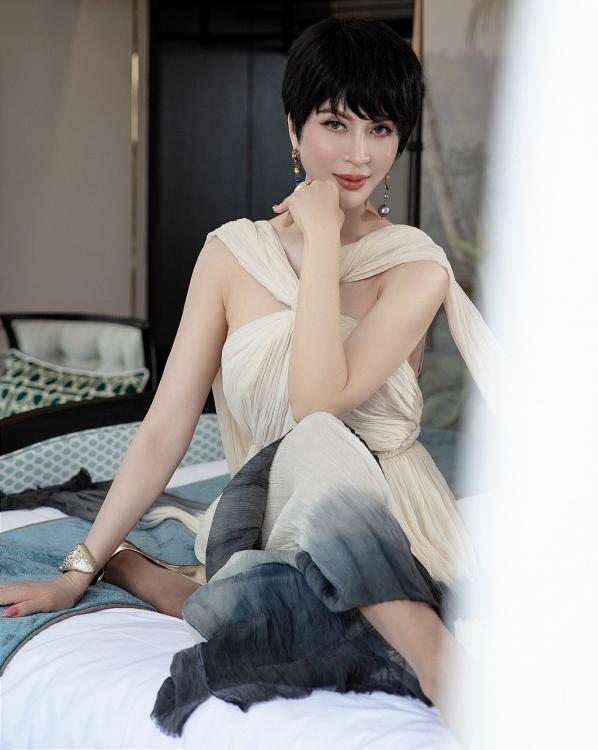 Nhìn bộ ảnh lột xác với tóc ngắn trendy, ai nghĩ MC Thanh Mai giờ đã ở độ tuổi U50