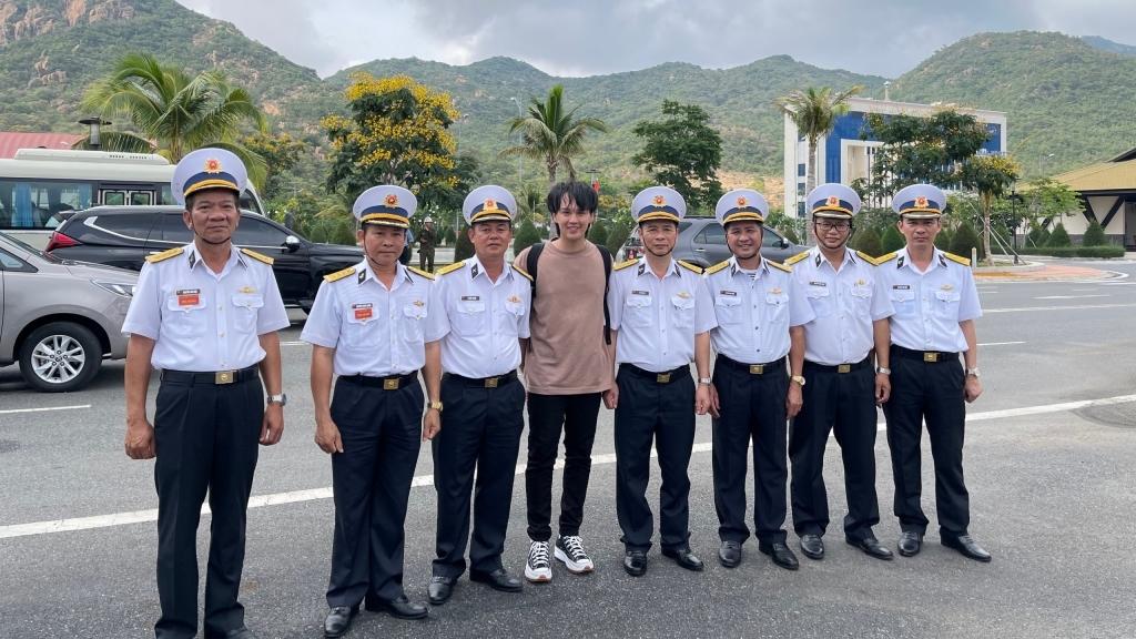 Nguyễn Trần Trung Quân được trao tặng Huy hiệu Chiến sĩ Trường Sa