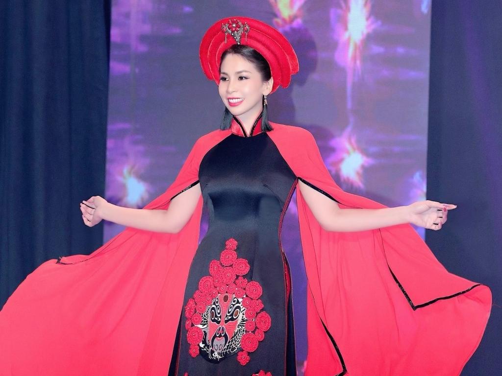 Xuất hiện ấn tượng khi trình diễn thời trang, Lý Hương được đào lại hình ảnh từng đoạt top 5 'Hoa hậu thời trang 1991'