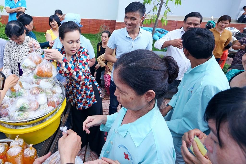 viet huong trao tang 500 trieu xay dung chua tai dong nai