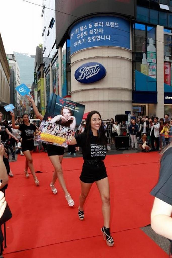 kiko chan chien spotlight tren bao han trong nhung ngay tham gia miss super talent 2018