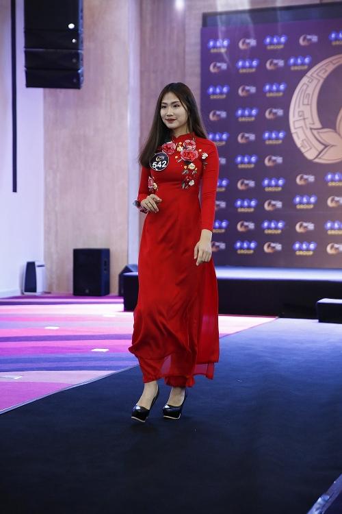 nguoi mau thuy hanh dong hanh cung cac thi sinh hoa hau ban sac viet toan cau 2019