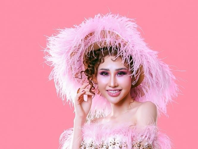 Hoa hậu Chi Nguyễn thử nghiệm phong cách thời trang mới