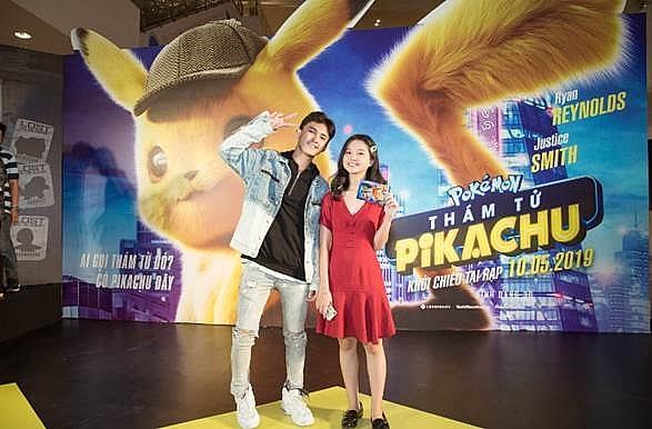 sao viet hung phan voi do dang yeu cua pikachu va biet doi pokemon trong buoi cong chieu