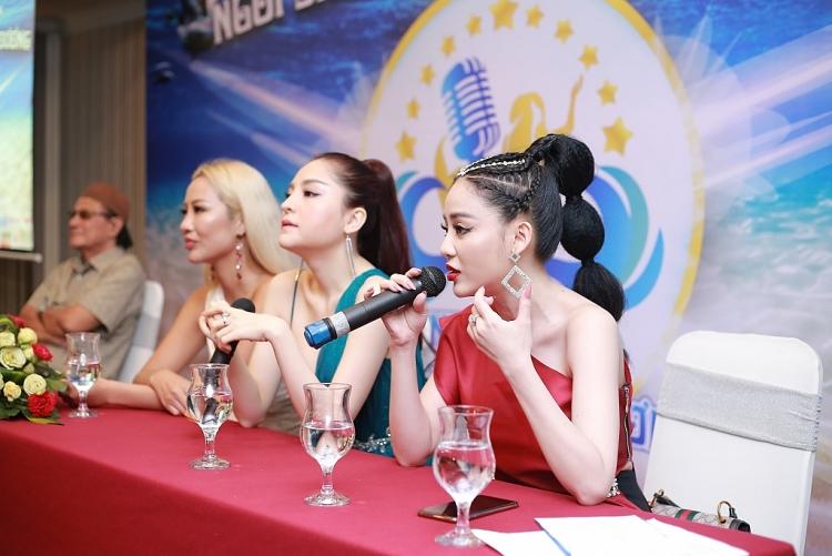 ngoc ny the voice tiep tuc ngoi ghe giam khao