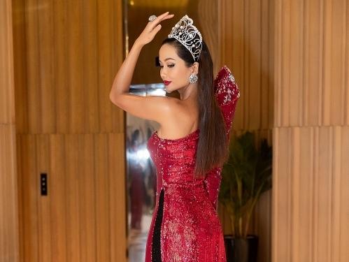 Hoa hậu H'Hen Niê đẹp lạ với mái tóc dài