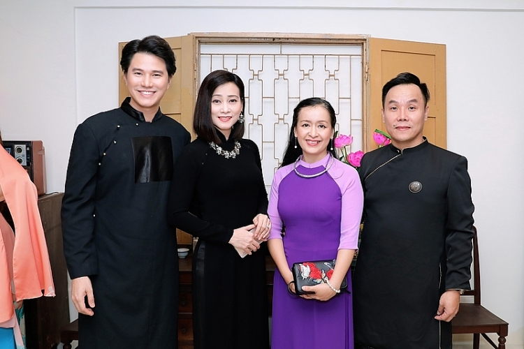 mc vu manh cuong tro thanh dai su ao dai viet nam 2019