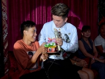 dam vinh hung cung chieu fan het muc