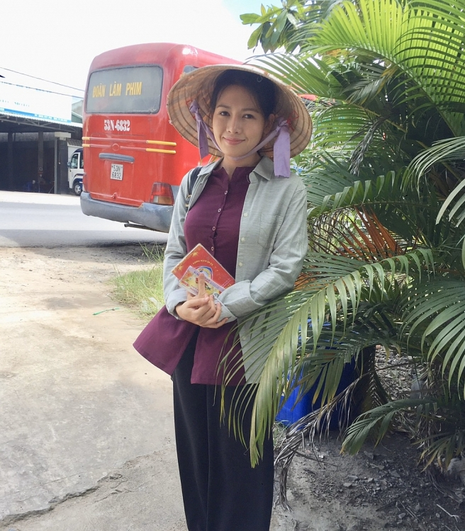 van phuong suyt duoi nuoc chay long may trong phim me ghe