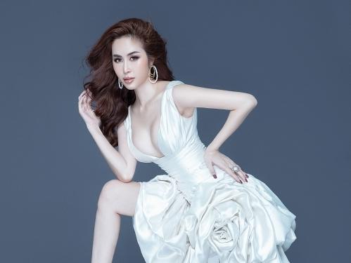 Hoa hậu Phan Ngọc Hân: Bất ngờ hở bạo với váy cắt xẻ khoe đường cong nóng bỏng