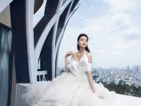 Hoa hậu Lương Thùy Linh diện váy cưới thả dáng trên sân thượng tòa nhà cao tầng