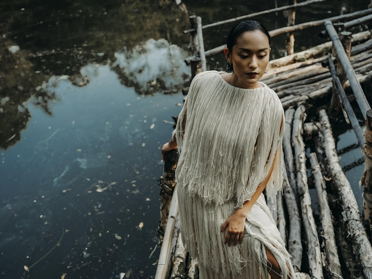 Hồ Thu Anh đẹp huyền bí trong bộ hình ở Thảo Cầm Viên