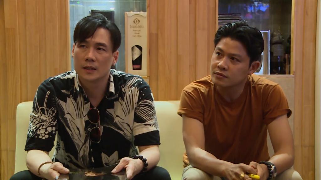 Ca sĩ Khánh Phương lần đầu kể chuyện mâu thuẫn tiền bạc với nhạc sĩ Nguyễn Văn Chung, hóa ra là từ thời 'Chiếc khăn gió ấm'