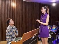 'Road to Miss Universe' tập 8: Hoa hậu Khánh Vân luyện thanh nhạc chỉ để... hô tên, hé lộ chi tiết hình ảnh bộ trang phục Kén Em
