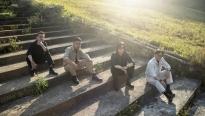 Chạm mốc pre-order 1.000 bản album vật lý, Chillies tung 10 ca khúc đa thể loại tặng fan