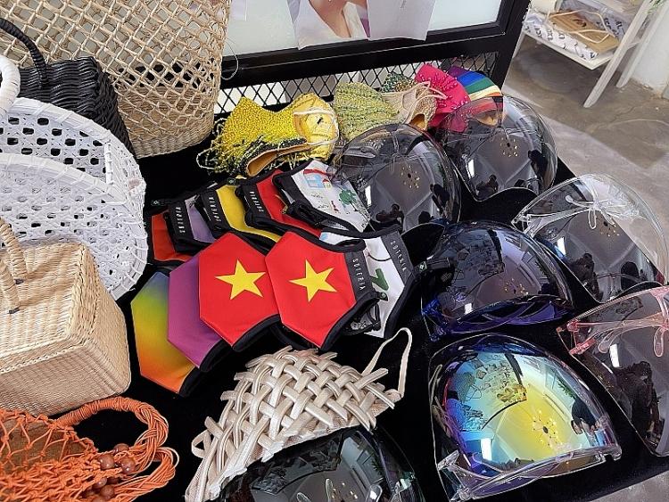 Có gì bên trong 15 chiếc vali Hoa hậu Khánh Vân mang đến 'Miss Universe'?