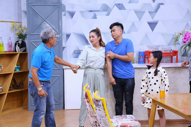 Cô bé đáng yêu Bảo Thi trong 'Lật mặt: 48h' bỗng trở thành con gái của Lâm Thắng trong phim sitcom mới