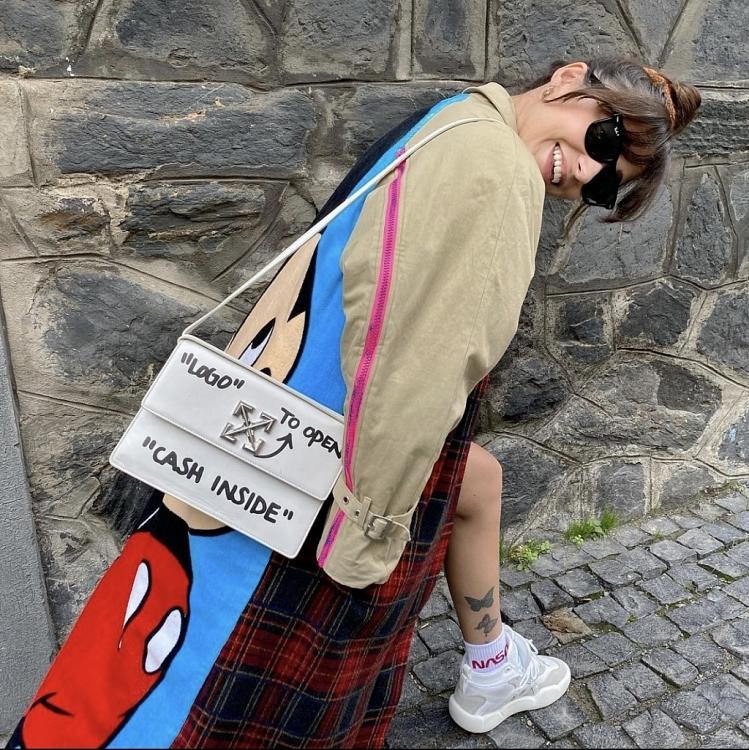Ngắm phong cách thời trang cực 'chất' của nữ phụ - Irem phim 'Trái cấm'