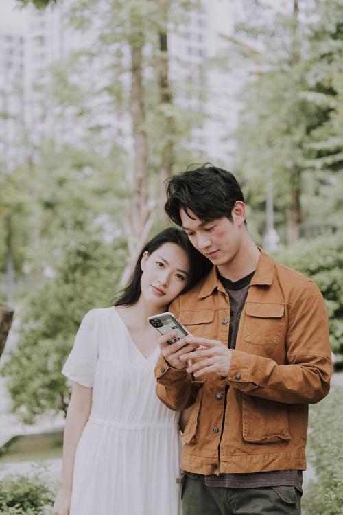 Đột nhập hậu trường 'cười xỉu' của 'cặp đôi visual' Minh Trang - Song Luân trong 'Cây táo nở hoa'