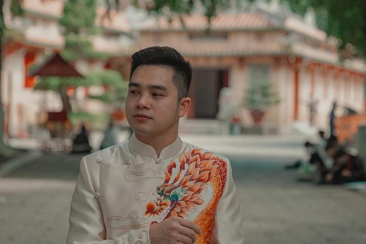 Sau phiên bản tiếng Hoa, 'Ngày mai tươi sáng' lại có phiên bản tiếng Anh - Góc nhìn mới của ca sĩ Kyo York