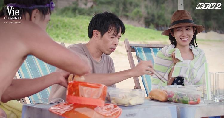 Bênh trên phim chưa đủ, Thúy Ngân còn được anh hai Thái Hòa hết lòng bênh vực ở hậu trường 'Cây táo nở hoa'