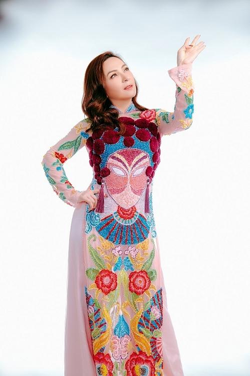 'Thanh xuân' của Phi Nhung qua bộ sưu tập áo dài Việt Nam