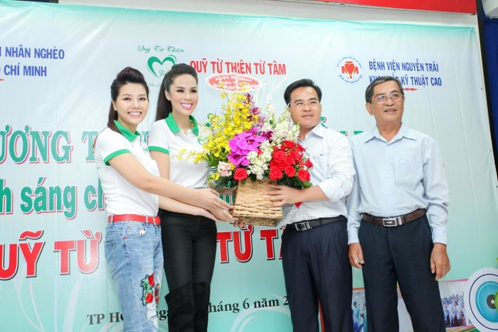 hoa hau xuan thuy dong hanh cung a hau to uyen tai tro 200 ca mo mat cho benh nhan ngheo