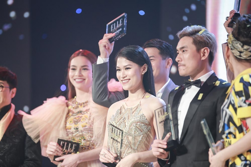 ngoc thanh tam duoc vinh danh nghe si trien vong cua nam tai elle style awards 2017