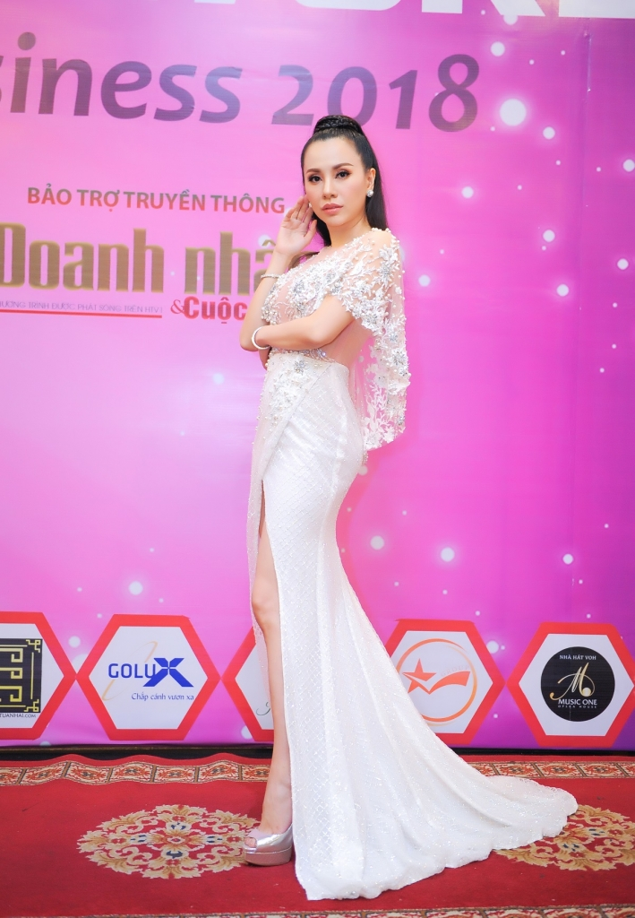hoa hau chau ngoc bich truyen cam hung cho cac nguoi dep miss world business 2018