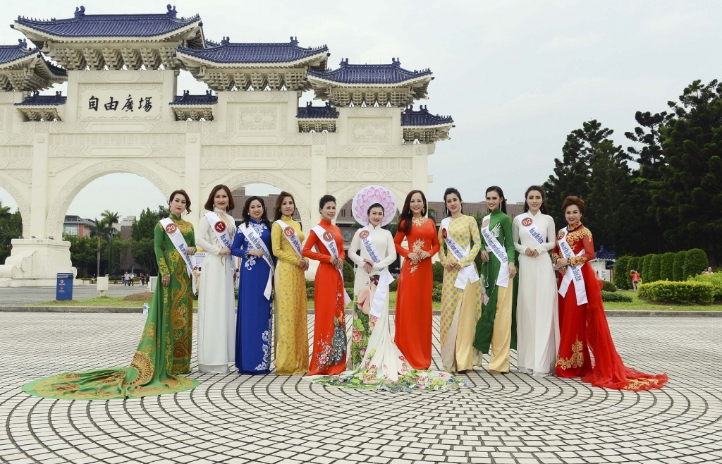 dan thi sinh miss and mrs international global 2018 dua sac tai dai loan